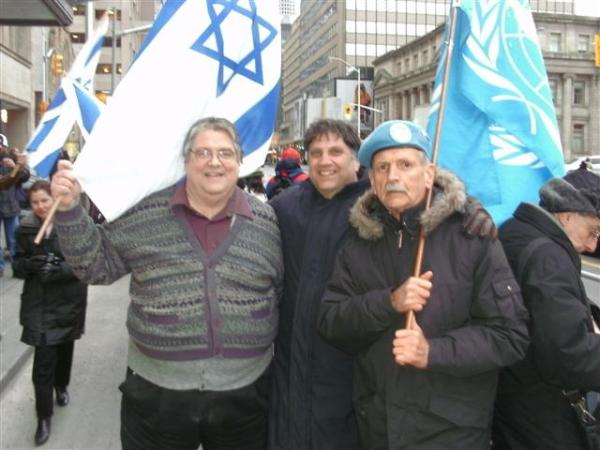 120330 Merlyn Kinrade (R w/UN flag) with Gary McHale (L) and Meir Weinstein of Jewish Defence League, Israel Consulate, Toronto